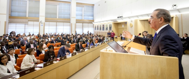 El Presidente de República Dominicana Danilo Medina se dirige al Comité de Agricultura • President Danilo Medina of the Dominican Republic addresses the Committee on Agriculture