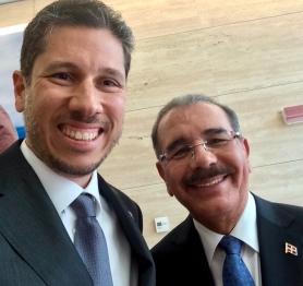 El Embajador Mario Arvelo junto al Presidente de República Dominicana Danilo Medina en el FIDA • Ambassador Mario Arvelo with the President of the Dominican Republic Danilo Medina at IFAD