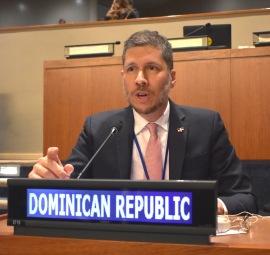 El Embajador Mario Arvelo se dirige al Foro Mundial de Pueblos Indígenas en la sede de la ONU en Nueva York • Ambassador Mario Arvelo addresses the World Forum of Indigenous Peoples at UN headquarters in New York