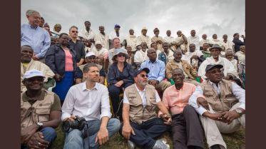 El Embajador Mario Arvelo junto al Director General de la FAO José Graziano da Silva en una visita de inspección en Tigray, Etiopía • Ambassador Mario Arvelo with FAO Director-General José Graziano da Silva during an inspection visit to Tigray, Ethiopia